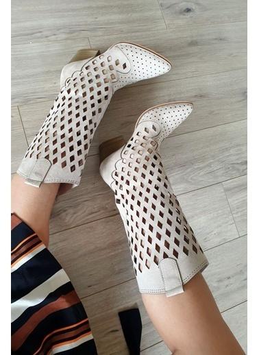 Topukla Çizme Bej